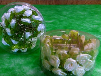 Picture of ACRYLIC ROSE W/PIN X36 PZ BOX *CREM