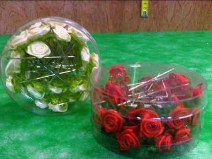 Picture of ACRYLIC ROSE W/PIN X 36 PZ BOX *RED